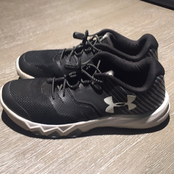 under armour youth shoes